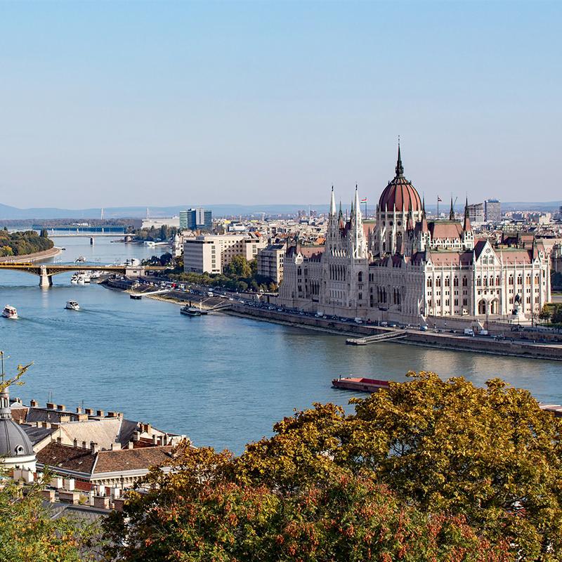 Blick auf die Donau und das Parlament in Budapest